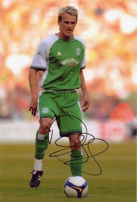 Dean Shiels, Hibernian & Northern Ireland, signed 12x8 inch photo.